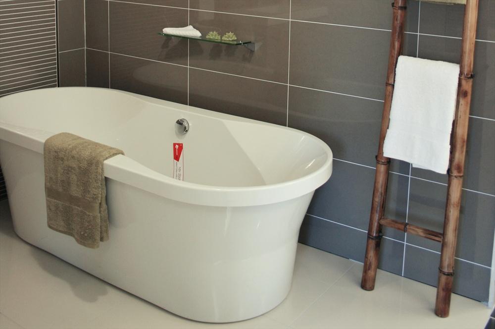 Room ideas tile inspiration for bathrooms kitchens for Mocha bathroom ideas