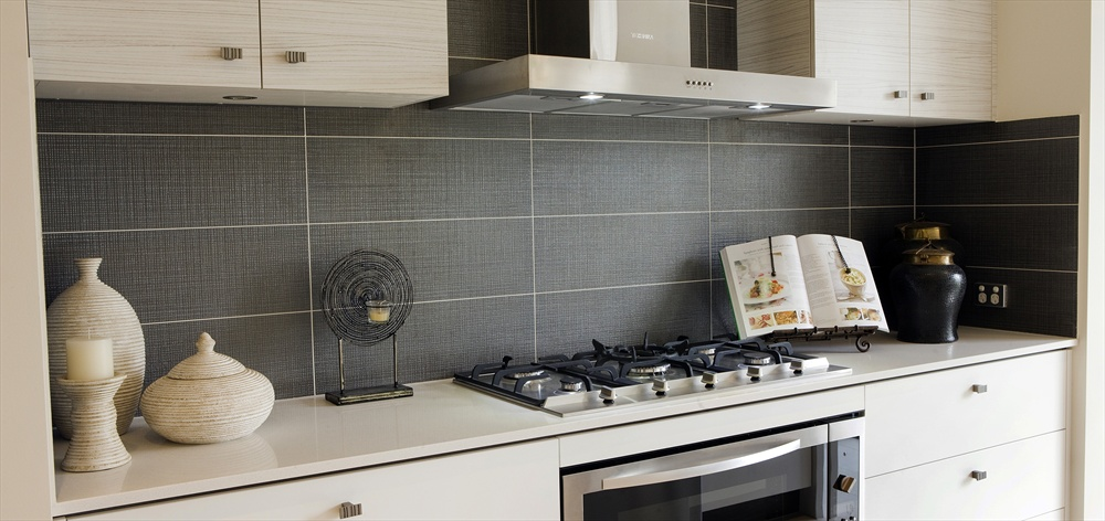 Modern splashbacks kitchens google search kitchen for Splashback tiles kitchen ideas